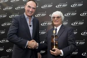 Nick Blazquez, Presidente de Diageo Africa and Asia, y Bernie Ecclestone, jefe ejecutivo de la Fórmula 1.