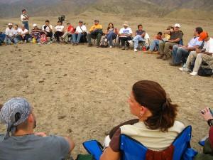 Una de las reuniones de Sixto Paz con sus seguidores en el desierto.