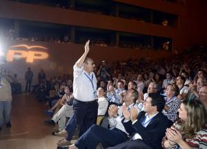 Carlos Fabra aclamado en el Congreso del PP valenciano en 2012.
