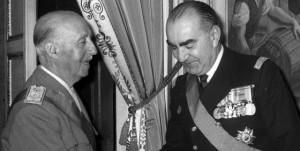 Carrero Blanco saludando al entonces jefe del Estado Francisco Franco.