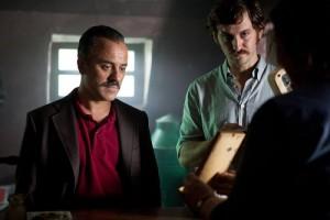 las interpretaciones de Javier Gutiérrez y Raúl Arévalo son lo mejor de la película.